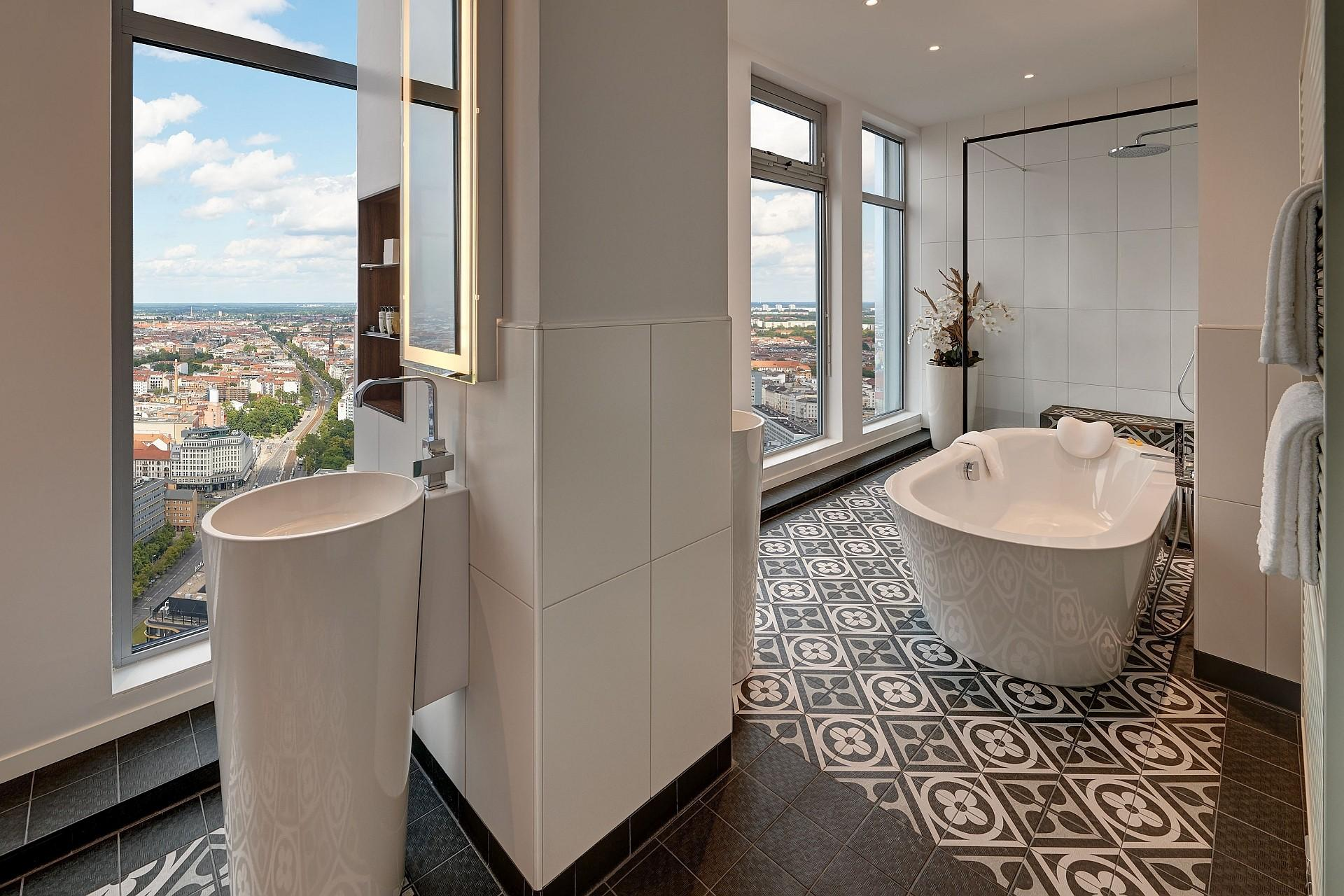 Bathroom Sky Suite Corner Deluxe