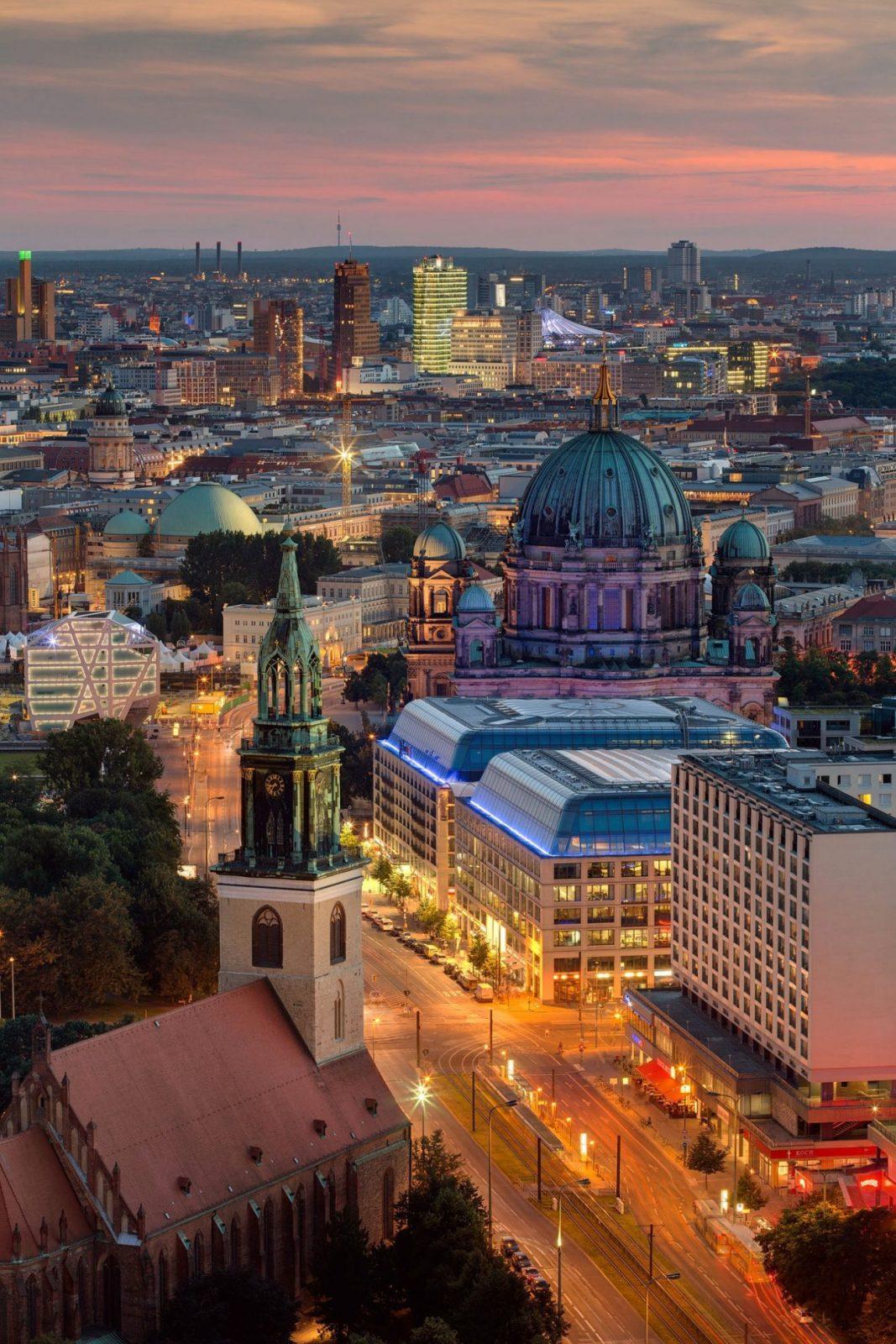 Panorama Aussicht Sky Suiten Berlin bei Nacht